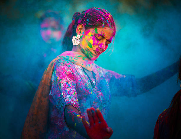 holi festival in indien - tanz make up stock-fotos und bilder