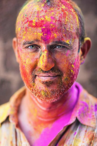 holi porträt - indische gesichtsfarben stock-fotos und bilder