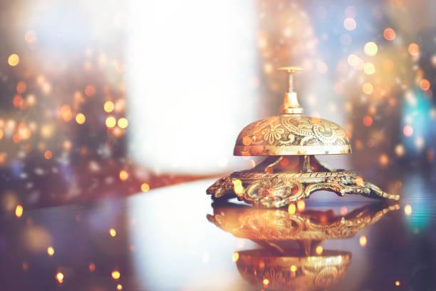 Holiday and Concierge Bell Over Defocused Weihnachtshotel Hintergrund – Foto