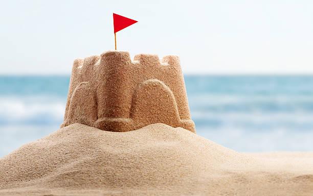 concept de vacances - chateau de sable photos et images de collection