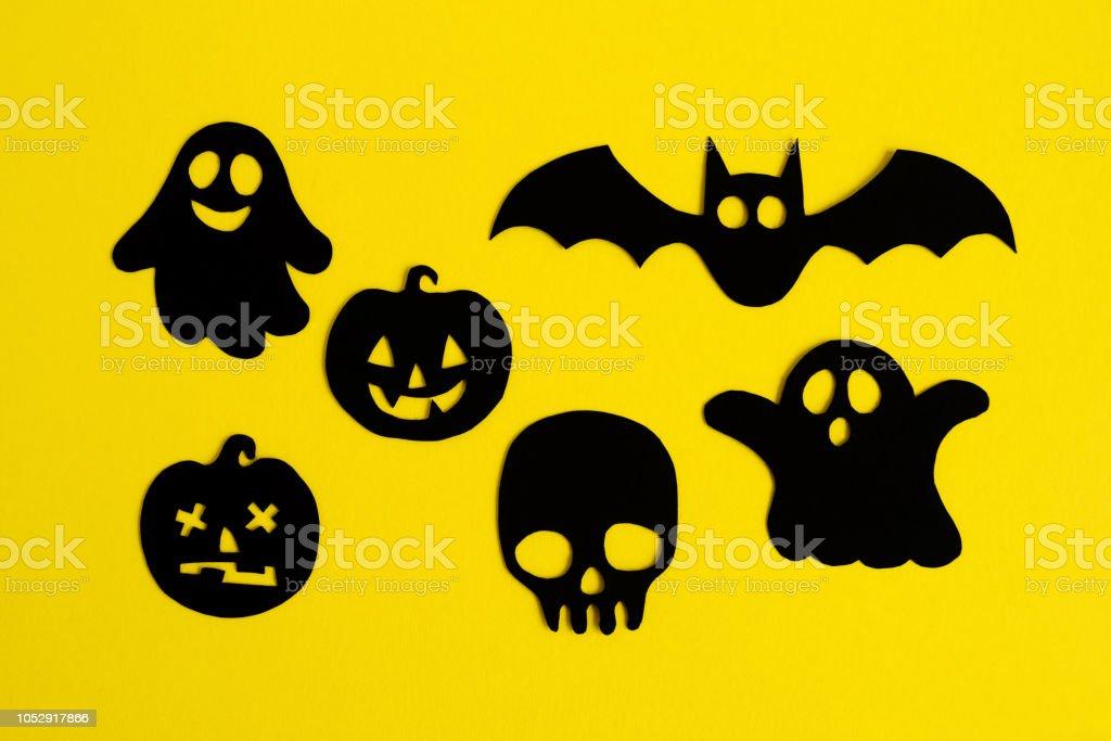 Logo fantasma fondo amarillo
