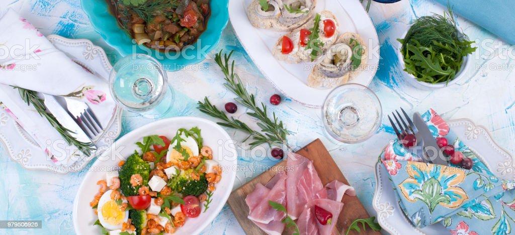 Weihnachtsessen Italien.Weihnachtsessen Essen Von Holland Brötchen Mit Hering Auf Einem
