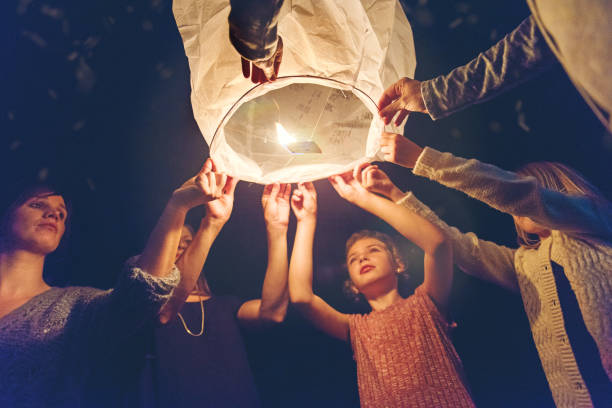 feiertage saison - ideen für silvester stock-fotos und bilder