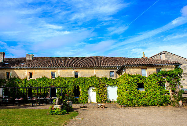 Holiday villa in the French countryside Holiday villa covered with ivy in Southern France inn stock pictures, royalty-free photos & images