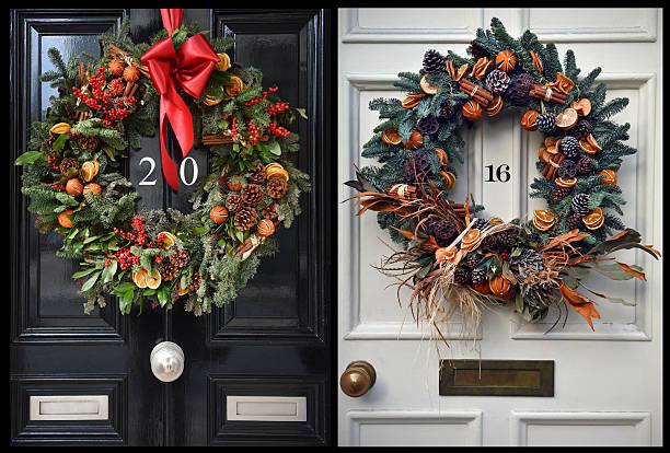 weihnachten weihnachtskugeln 2016 - buchstabentür kränze stock-fotos und bilder