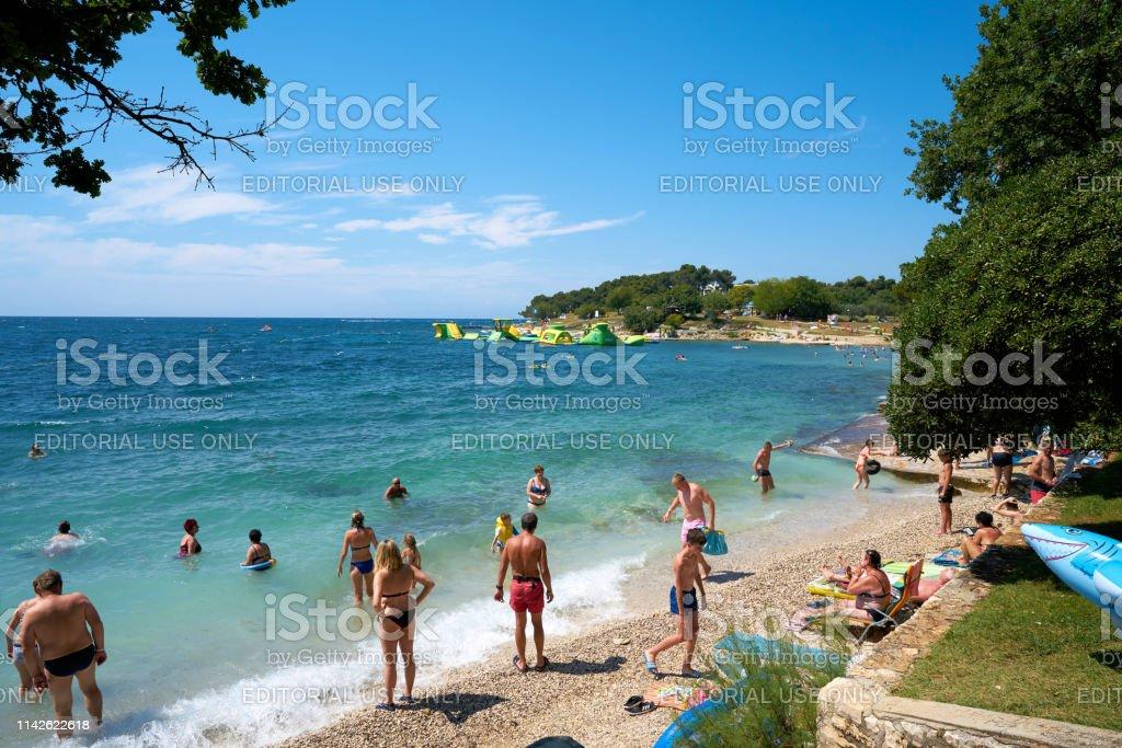Urlauber am Strand der Adria – Foto