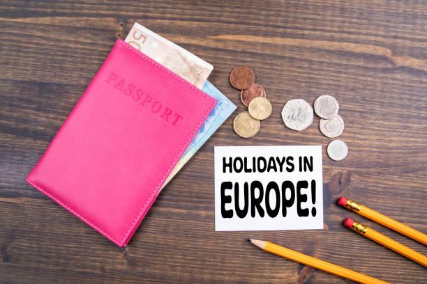 urlaub in europa. euro-geld und britische münzen mit pass - geschichte europas stock-fotos und bilder