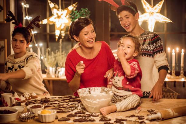 feiertage joy - 3 zutaten kuchen stock-fotos und bilder