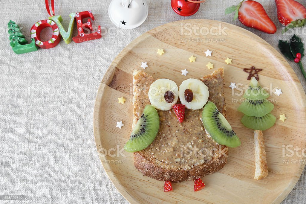 holidays owl toast with fruit, food art breakfast for kids foto royalty-free
