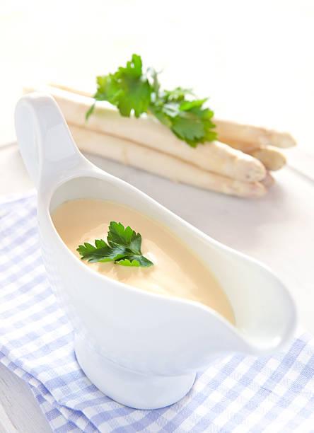 sauce hollandaise - sauce hollandaise stock-fotos und bilder