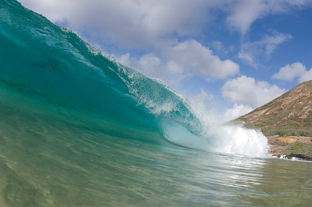hollow wave am Sandstrand in hawaii – Foto