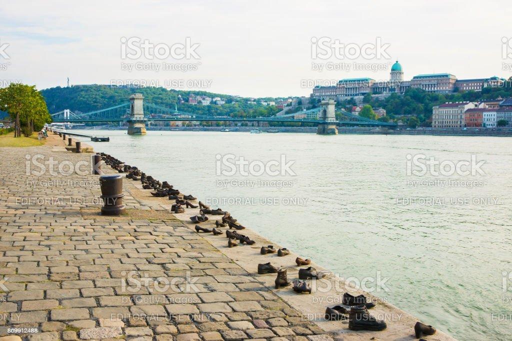 Holocaust Memorial Buda Castle cadeia ponte Rio Danúbio Budapeste Hungria - Foto de stock de Antigo royalty-free
