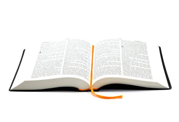 Bíblia Sagrada em fundo branco - foto de acervo