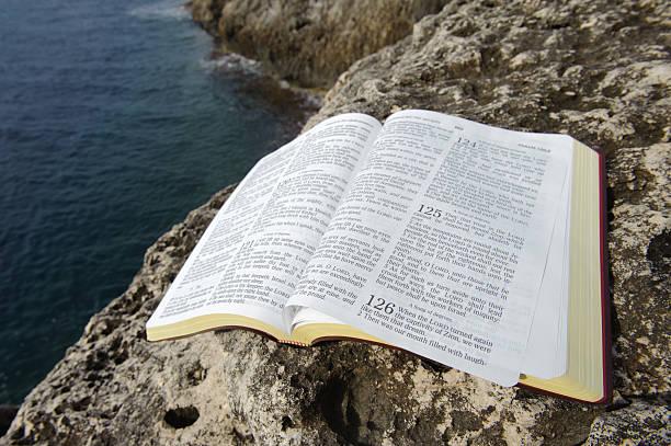 holy bibel - psalm stock-fotos und bilder