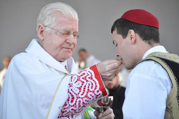 holy communion - pope francis stok fotoğraflar ve resimler
