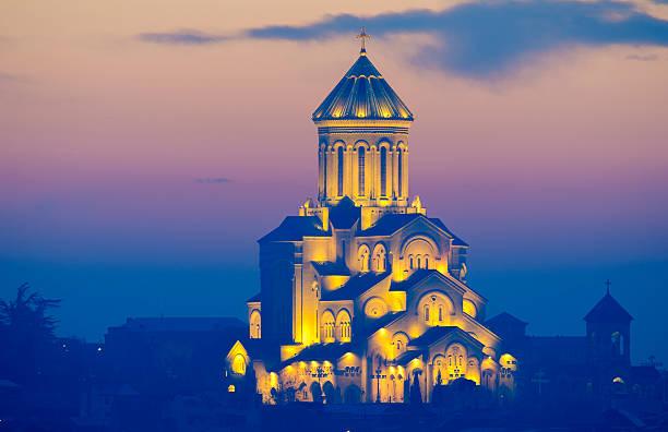 Dreifaltigkeits-Kathedrale von Tiflis – Predawn Pastellfarben – Foto