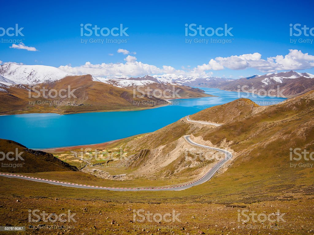 Holy Yamdrok lake and snow mountains in Tibet stock photo