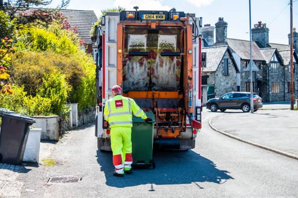 Holyhead / Wales - 30. April 2018: Müll van Reinigung der Behälter – Foto