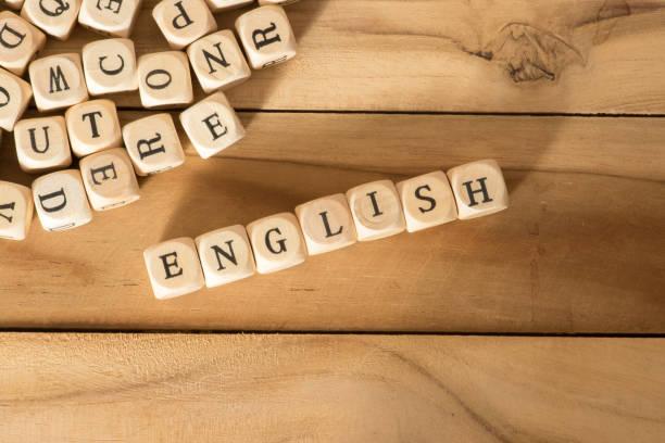 Holzbuchstaben und das Wort Englisch stock photo