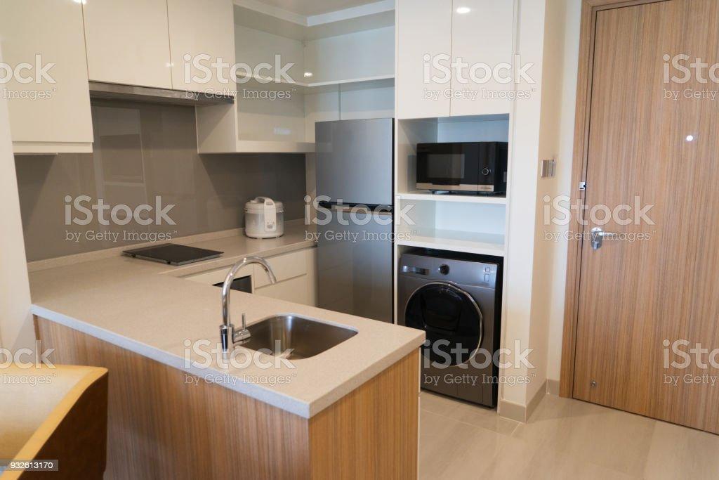 Haushaltsgeräte In Kleine Moderne Küche Stockfoto und mehr ...