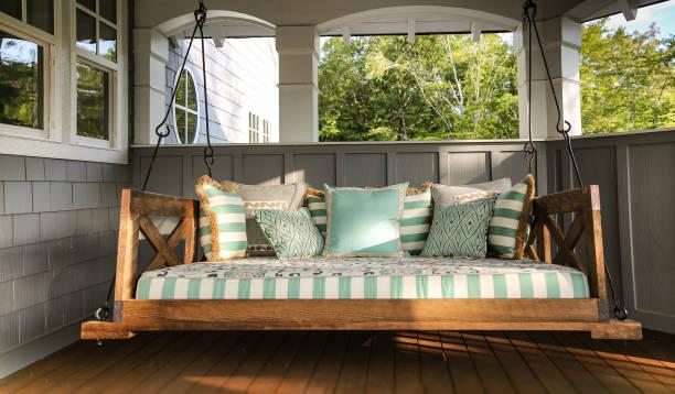 home architectural custom lake house swing - altalena foto e immagini stock