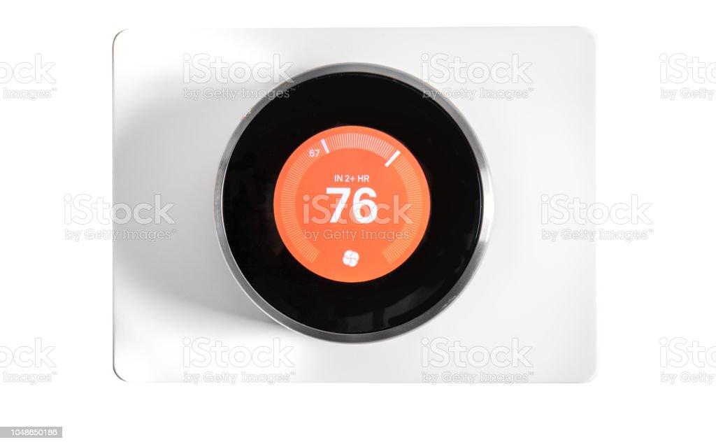 Home-Automation: Runde Digital Thermostat auf weißem Hintergrund – Foto