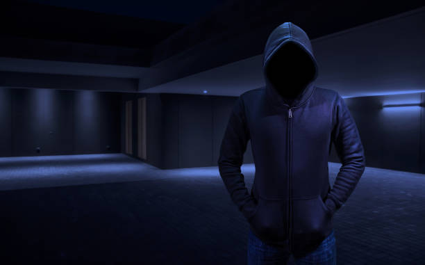 Nach Hause Einbrecher in ein Räuber in das Haus einzubrechen. Leeren Raum für Text oder Unentschieden – Foto