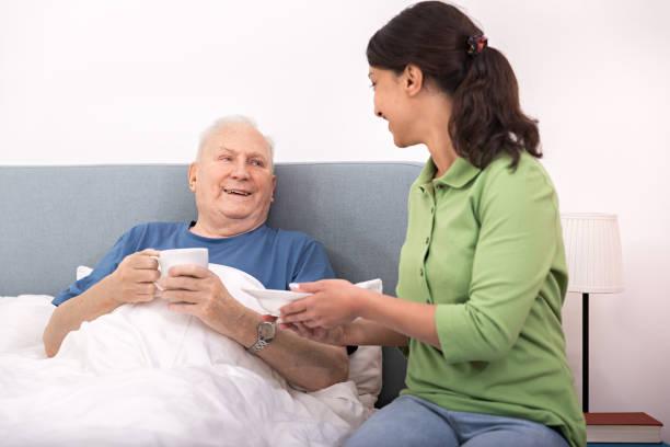 Heimbetreuer helfen Seniorenhelden – Foto