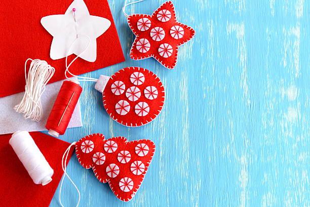 home christmas ornaments. kids holiday crafts - filzkugeln stock-fotos und bilder