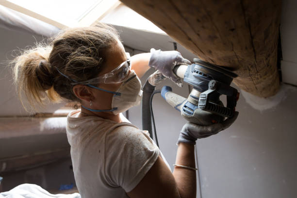 home bouw en isolatiewerkzaamheden - elektrisch gereedschap stockfoto's en -beelden