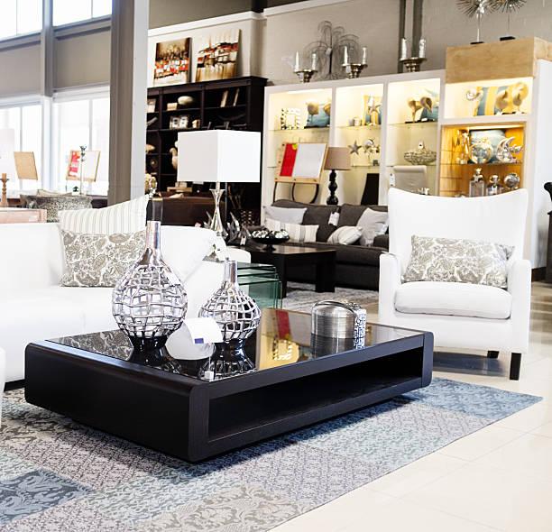 wohndekoration store mit ihrer eleganten möbeln und accessoires - exklusive mode stock-fotos und bilder