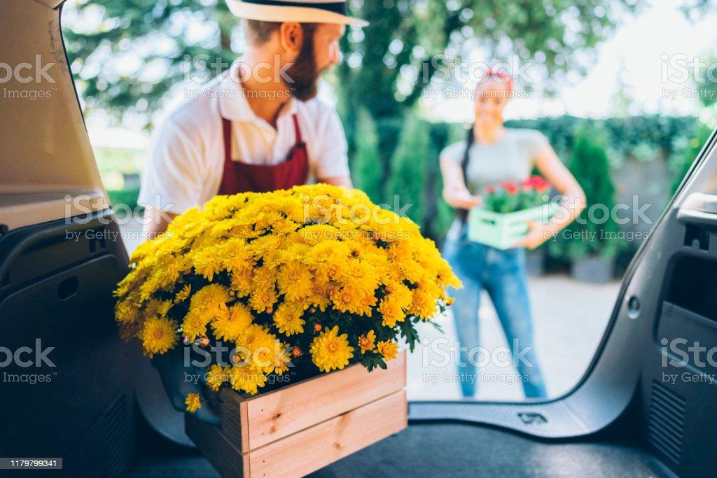 花の宅配 - 2人のロイヤリティフリーストックフォト
