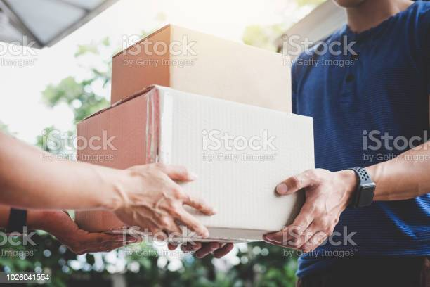 Home delivery service and working service mind woman customer hand a picture id1026041554?b=1&k=6&m=1026041554&s=612x612&h=szupqejnhcitavgjxpmkwrg4yjus0cciw1g6uuqomgk=