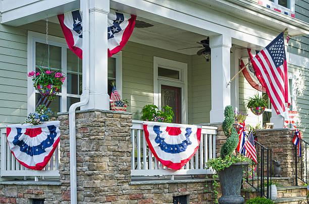 home deocorated für den 4. juli - vorbau dekor stock-fotos und bilder