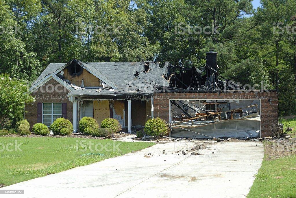 Casa daños de incendios - foto de stock