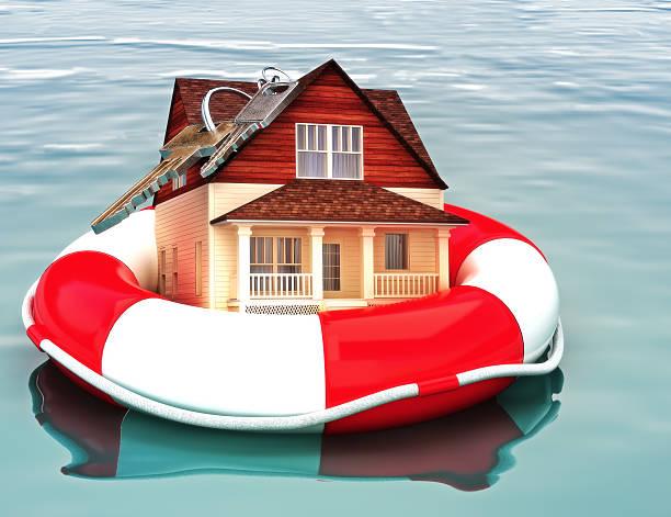 casa flotando en una vida preserver. - embargo hipotecario fotografías e imágenes de stock