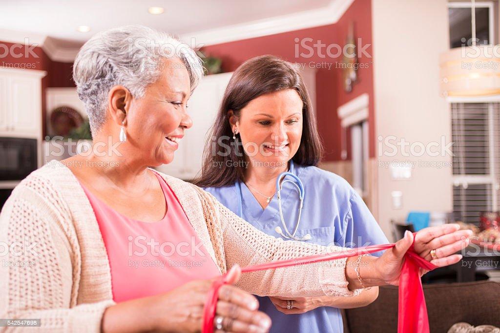 Home Healthcare Krankenschwester Physiotherapie Mit Senior ...
