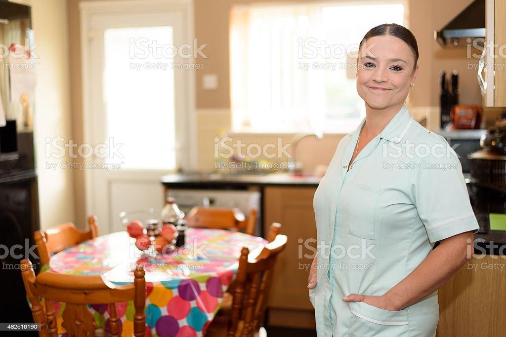Home Healthcare Arbeiter In Patienten Küche - Stockfoto | iStock