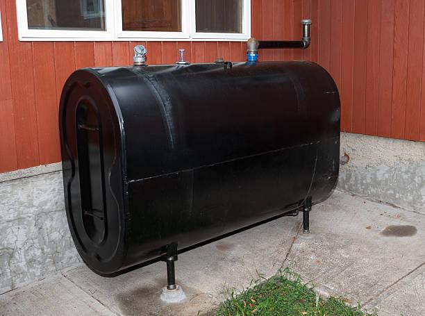 home heating oil storage tank - brandstoftank stockfoto's en -beelden