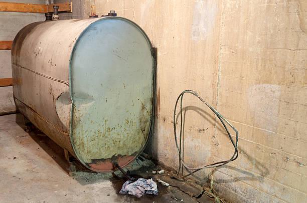 home heating oil tank - brandstoftank stockfoto's en -beelden