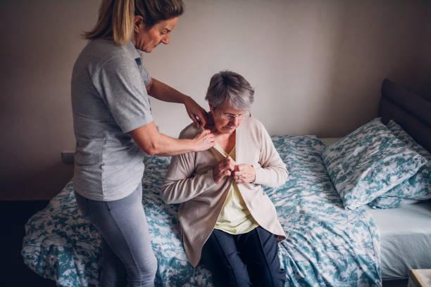 home help for senior woman at home - prendersi cura del corpo foto e immagini stock