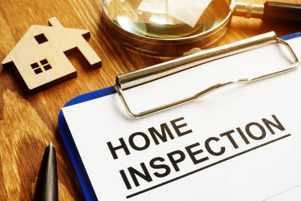 home inspection form with clipboard and pen. - esaminare foto e immagini stock