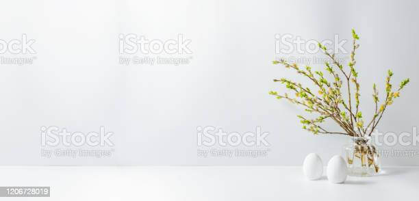 Home interior with easter decor willow branches in a glass vase eggs picture id1206728019?b=1&k=6&m=1206728019&s=612x612&h=43g2enlqmggzdrghbz9gu3umrfz5vnbdalqfqwwlvty=