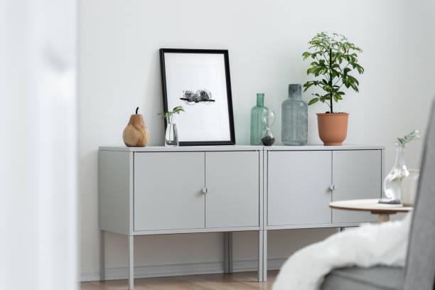 innenraum mit grauem sideboard - sideboard skandinavisch stock-fotos und bilder