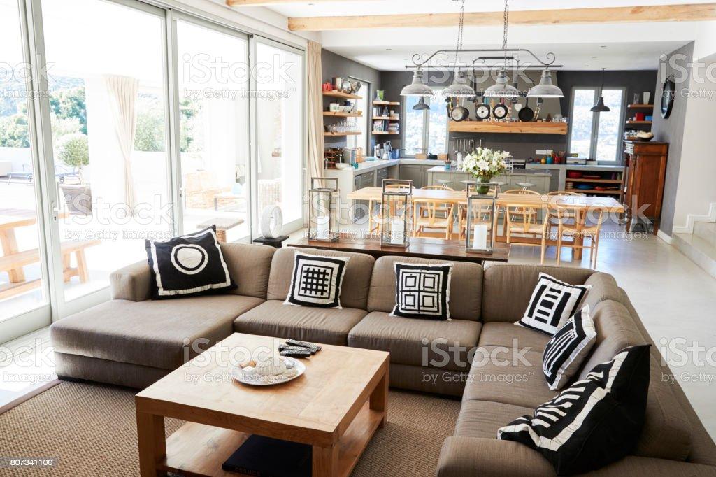 Wohngebäude Mit Offene Küche Wohn Und Essbereich Stockfoto und mehr Bilder  von Architektur