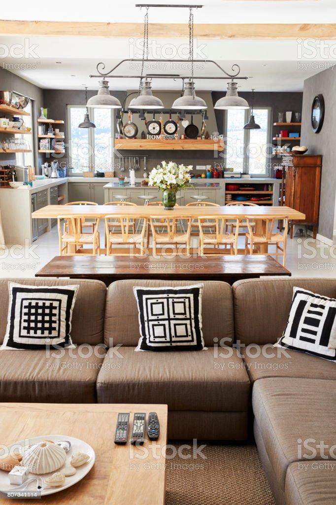 Casa Interior Con Cocina Salón Y Comedor Foto de stock y más ...