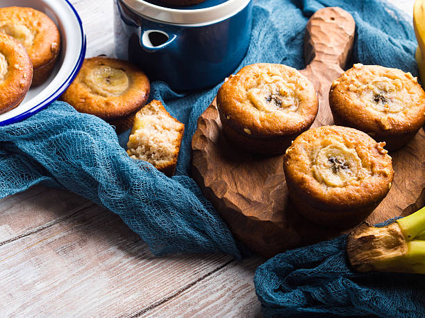 home made banana muffins on serving board - gebackene banane stock-fotos und bilder