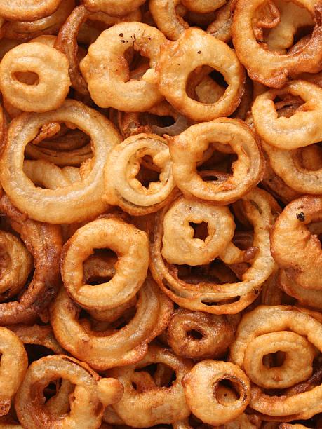 home made onion rings background - gefrituurde uienring stockfoto's en -beelden