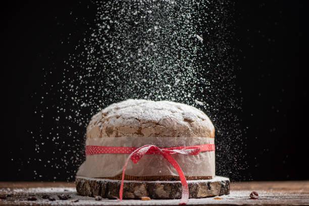 home made panettone. traditional italian christmas cake - panettone foto e immagini stock