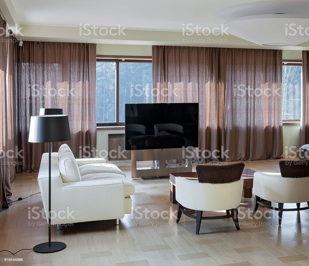 Home Theater Moderno Interior Com Janelas Grandes Foto Royalty Free
